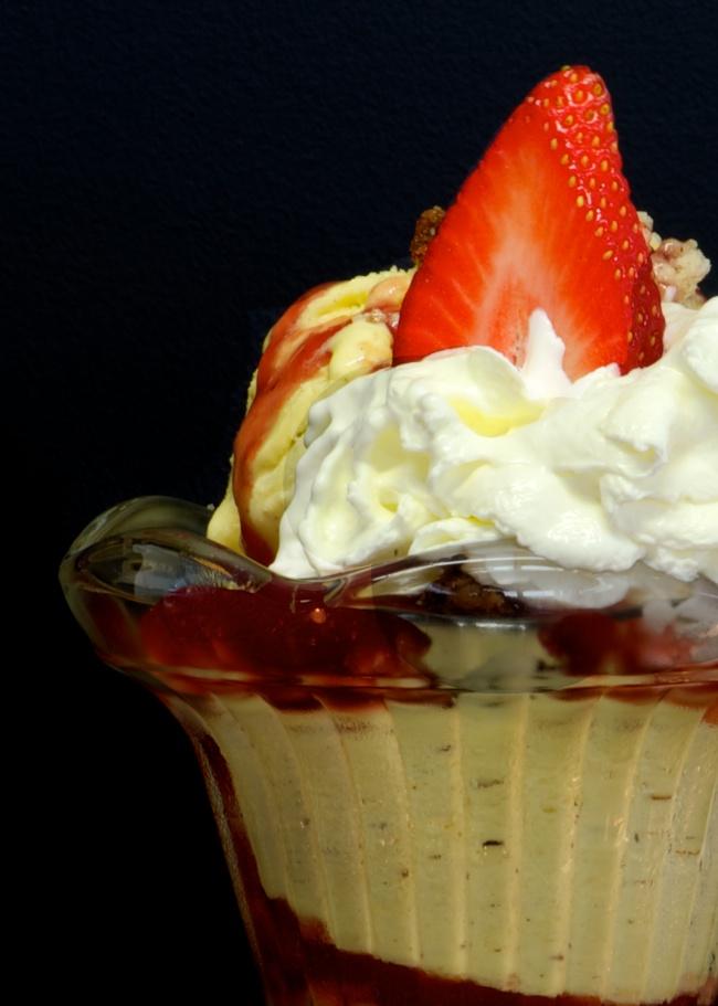 Delicious icecream in restaurant Le Garage in Aubeterre sur Dronne